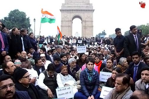 Priyanka Gandhi sitting on dharna at India Gate