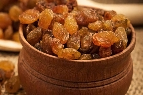 Raisins are beneficial in cold weather