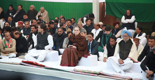 Congress continues to protest at Rajghat, Sonia, Rahul, Priyanka included