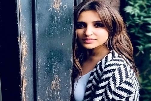 Parineeti was seen floating in a cool style in the lake