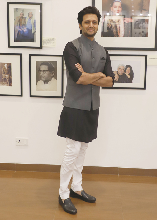 Bollywood Actor Riteish Deshmukh At his own painting exhibition