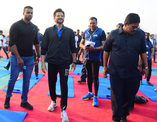 Bollywood Actor Anil Kapoor attends the Event of Bajaj Allianz life zeaful attempt to break their current 'Guinness World Record'   Anil Kapoor attends the Event of Bajaj Allianz life zeaful attempt to break – Bank of Bollywood DSC 5124