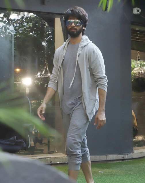 Bollywood actors shahid Kapoor spotted at bandra Mumbai