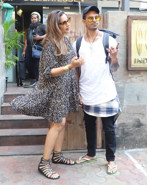 Bollywood actress Bipsha Basu n Karan Grover spotted at bandra in Mumbai  Actress Bipsha Basu n Karan Grover spotted at bandra in Mumbai – Bank of Bollywood 20200208150228 IMG 9534