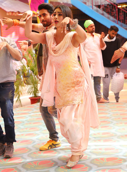 shoots for special Holi song choreographed by Remo D'souza, in Mumbai