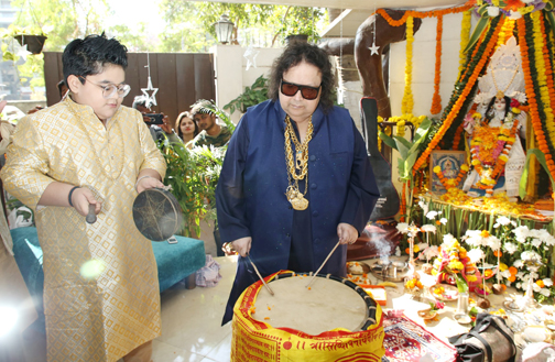 Bollywood singer, composer Bappi Lahiri poses for photographs during the Hindu festival celebrates ph at his house  Bollywood singer Bappi Lahiri poses during the Hindu festival celebrates – Bank of Bollywood 928A7705