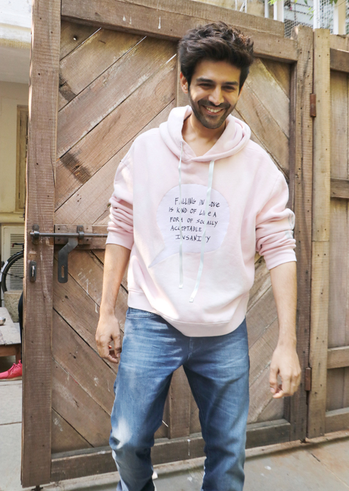 Bollywood actor Kartik Aaryan spotted at Imtiaz Ali Office in Mumbai