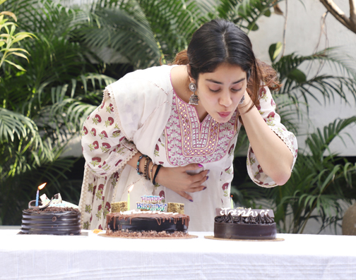 Bollywood actress celebrates her Birthday with media