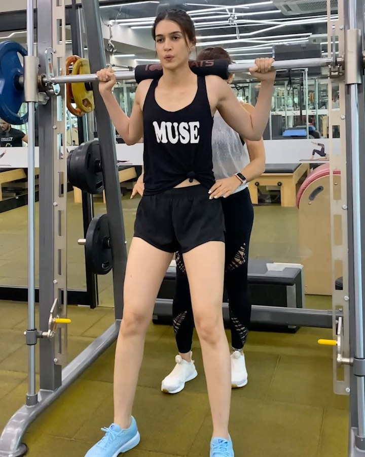 Kriti Sanon has shared two videos on Instagram from her leg day in the gym. In the first video, Kriti can be seen sweating it out at the gym like a pro without a break.